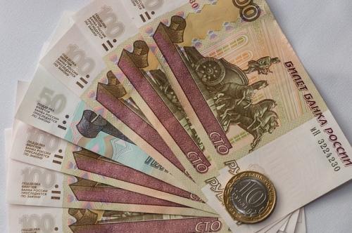 Учителя по всей России показали квитанции со своими зарплатами